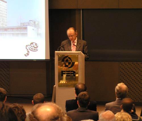 Prof.dr.sc. Kemo Sokolija, dekan sarajevskog ETF-a, u dirljivom je govoru spomenuo bratstvo svog fakulteta i FER-a i prisjetio se svojih poslijediplomskih dana na tada zagrebačkom ETF-u, sada FER-u.