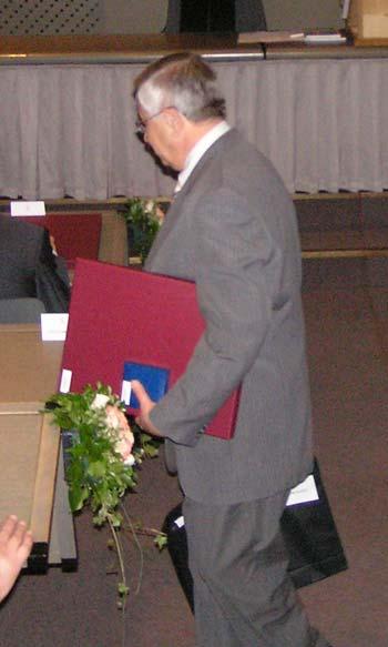 Dobitnik zlatne plakate Josip Lončar prof.dr.sc. Nedjeljko Perić nagradu je primio kao znak zahvalnosti za svekoliko unapređenje nastave, znanstvenoistraživačkog rada i organiziranja FER-a